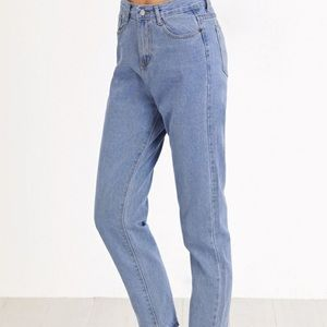 High Waisted Cropped Mom Jeans Light Wash